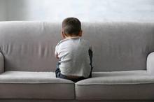 Anak dengan autism spectrum disorder memiliki masalah dengan keterampilan sosial, emosional, dan komunikasi