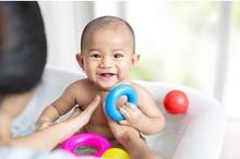 waktu mandi yang baik untuk bayi bersama ibu