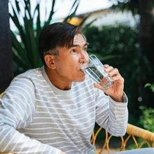 Minum setelah makan dapat membantu melancarkan kerja pencernaan