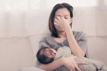 Salah satu penyakit setelah melahirkan normal yang biasanya terjadi pada ibu adalah mastitis atau infeksi payudara