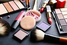 Kosmetik berbahaya dapat diidentifikasi dengan melihat komposisi bahan dan izin edarnya
