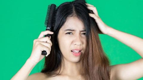 9 Cara Merawat Rambut Kering Dan Rontok