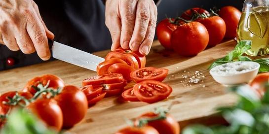 Kandungan tomat sangatlah bermanfaat untuk hidup yang sehat.
