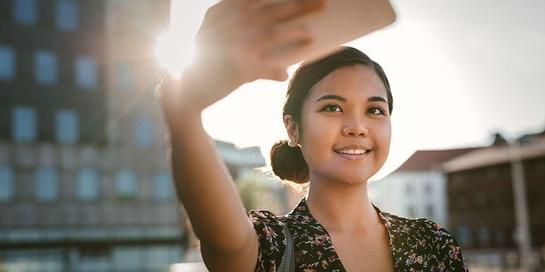 Sering selfie adalah ciri orang gangguan kepribadian narsistik