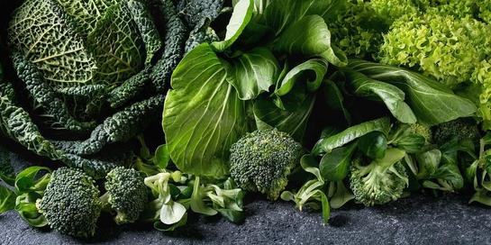 Alkaline food bisa dijumpai dalam bentuk sayursan hijau.