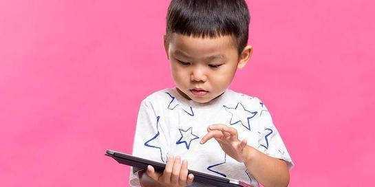 Anak bermain gadget berlebihan dapat menunjukkan ciri autisme