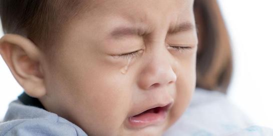 Salah satu arti tangisan bayi bisa karena ia ingin dimanja dan dipeluk