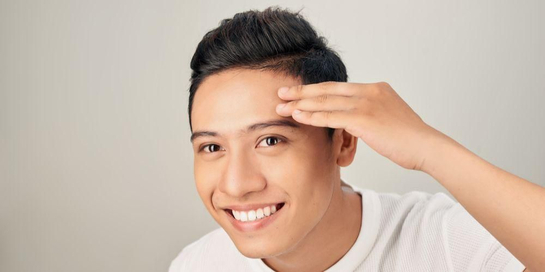 Memutihkan wajah pria yang awam dilakukan, yakni dengan perawatan laser dan krim wajah.