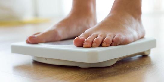Salah satu manfaat puasa adalah menurunkan berat badan, tetapi mengapa justru berat badan naik saat puasa?