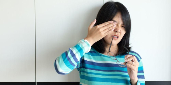 Iritasi mata seringkali ditangani dengan mengucek mata