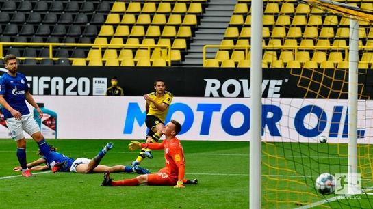 Dortmund dan Schalke 04 merupakan rangkaian pertandingan menyambut kembalinya Bundesliga