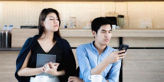 Berikut cara menghilangkan sifat posesif agar hubungan makin dekaat