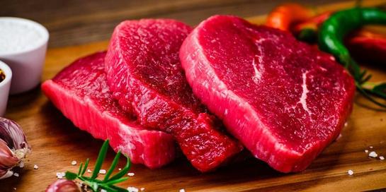 Salah satu contoh makanan penyebab kanker usus adalah daging merah