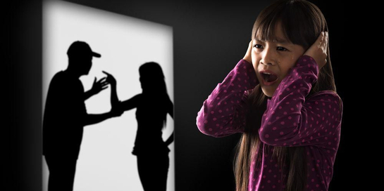 Ada beberapa dampak perceraian bagi anak, seperti risiko gangguan mental, perilaku berisiko, dan penurunan prestasi