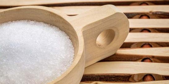 Garam inggris juga berwarna putih, yang mirip dengan garam dapur