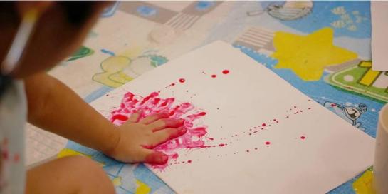 Finger painting adalah suatu teknik melukis yang menggunakan jari-jari tangan sebagai kuasnya