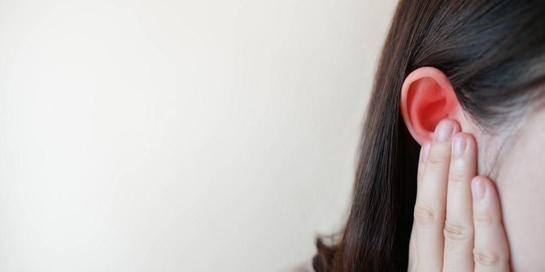 Pastikan Anda selalu mengatasi telinga berdarah di rumah sakit.