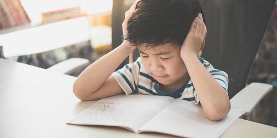 Penyebab ADHD bisa dari gangguan pada bagian otak yang mengendalikan kemampuan konsentrasi anak