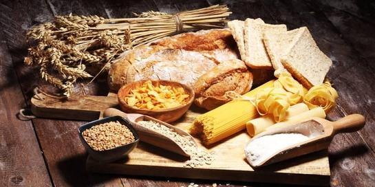 Gandum dan beras merah merupakan sumber makanan karbohidrat kompleks