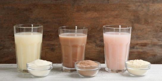 Protein shakes merupakan campuran bubuk protein dan air