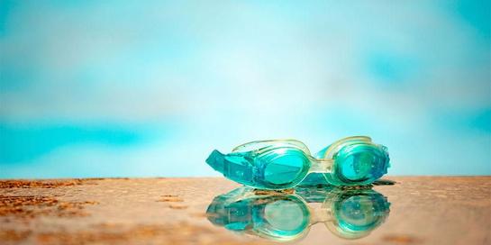 Memilih kacamata renang anak yang tepat bisa emmberikan perlidungan optimal