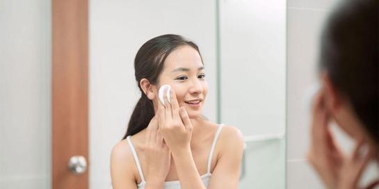 Mandelic acid adalah asam golongan AHA yang terkandung dalam produk perawatan kulit