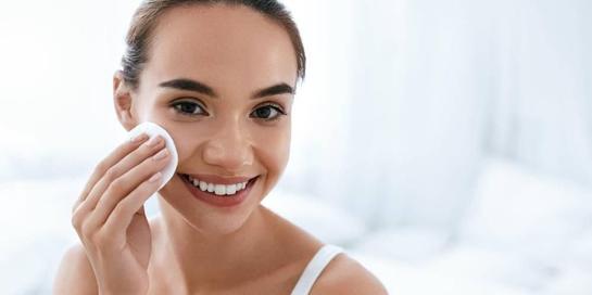 Astringent adalah produk pembersih wajah yang mirip dengan toner