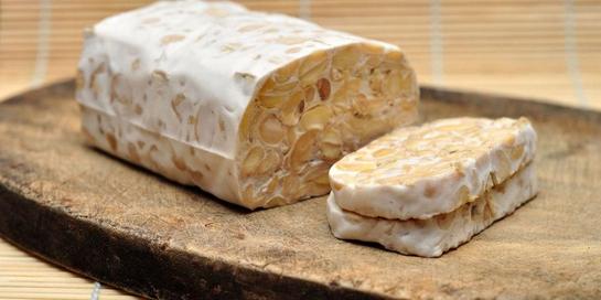 Fermentasi makanan adalah proses natural yang melibatkan ragi dan baik.