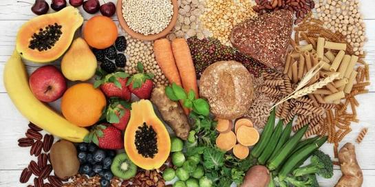 Makanan yang boleh dikonsumsi orang yang sedang diet rendah purin adalah buah-buahan, sayuran, dan pasta