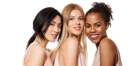 Melanin adalah pigmen pemberi warna pada kulit, rambut, bola mata, bahkan bibir seseorang