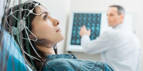 Salah satu tindakan yang dilakukan dalam kajian neurologi adalah elektroensefalografi