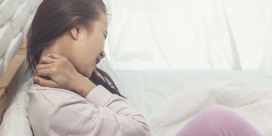 Whiplash bisa ditandai oleh sakit leher dan rasa kaku