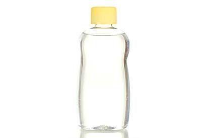 Baby oil tidak tepat digunakan untuk pelumas saat bercinta