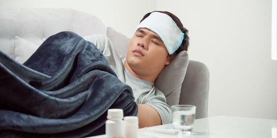 Tanda-tanda masuk angin biasanya adalah badan terasa lemas, demam, hidung berair, dan sakit tenggorokan