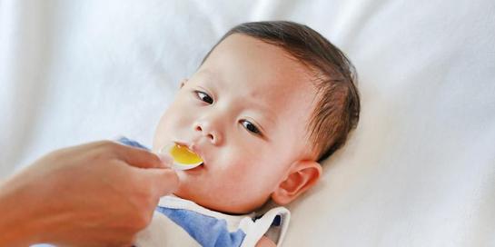 Salah satu obat batuk anak 1 tahun yang alami dan efektif adalah madu