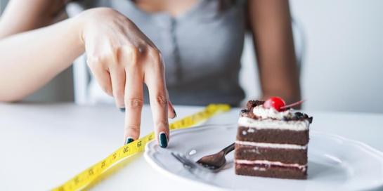 Saat cheating day, Anda dapat beristirahat dari diet yang tengah dijalani dan menyantap makanan favorit Anda seperti cake