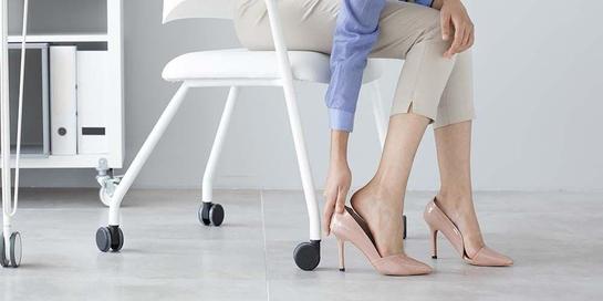 Sepatu hak tinggi bisa memicu cedera kaki