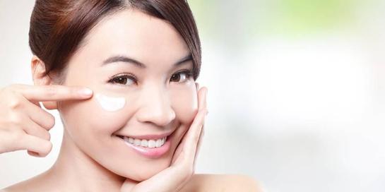 Gunakan eye cream terbaik sejak usia 20an untuk mencegah penuaan dini