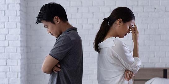 Sering bertengkar dan selalu mencari kesalahan pasangan adalah ciri pernikahan yang tidak bahagia