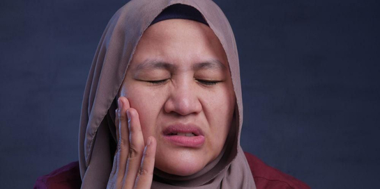 Pipi bengkak dapat disebabkan banyak hal, salah satunya abses gigi.