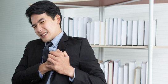 Sakit Penyebab dada sebelah kiri dapat berupa masalah pada jantung, sistem pernapasan, hingga sistem pencernaan