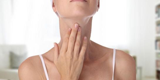 Leher bengkak bisa menjadi salah satu gejala gangguan fungsi kelenjar tiroid