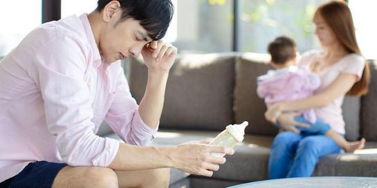 Tak hanya wanita, pria pun bisa mengalami depresi post partum.