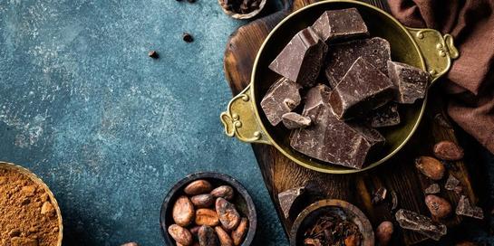 Makanan dengan kandungan senyawa flavonoid seperti dark chocolate dapat membantu mengatasi peradangan