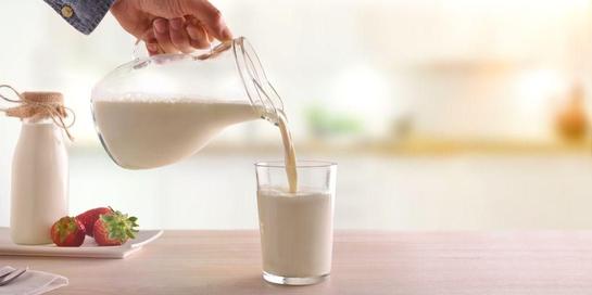Susu rendah lemak memiliki perbedaan kandungan nutrisi dengan susu biasa