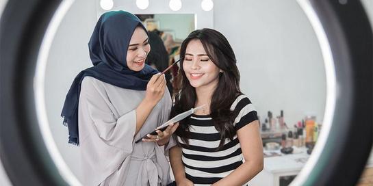 Fungsi primer di antaranya menyiapkan wajah sebelum menggunakan make up