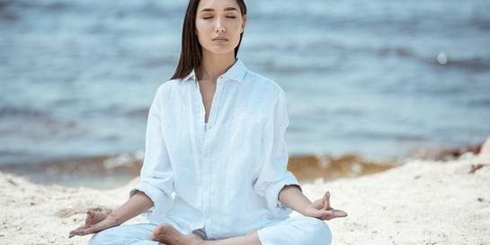 Menerima kekurangan diri dapat dilakukan dengan cara meditasi