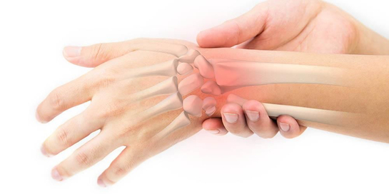 Pergelangan tangan sakit bisa disembuhkan dengan obat, terapi, maupun operasi