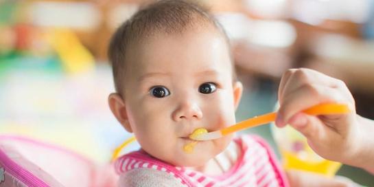 Buah untuk bayi bisa diberikan dalam bentuk pure maupun dimakan secara langsung