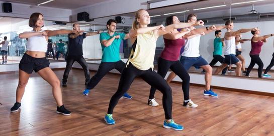 Zumba dance sebaiknya dilakukan dengan instruktur